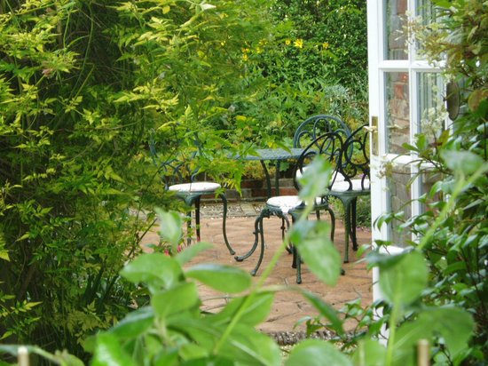 Bothy in Grayshott: Rear patio at our  bed & breakfast in Hindhead near Grayshott