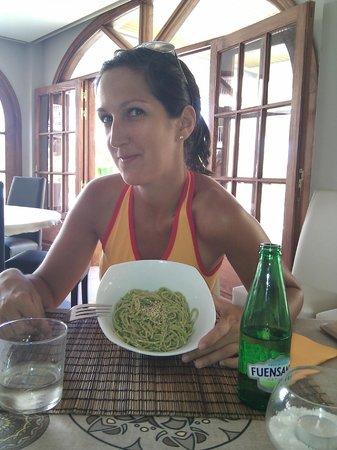 Sesamo Cafe Chai Restorante: Spaguettis