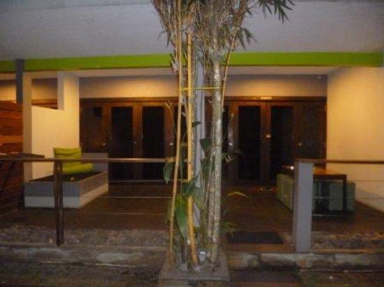 JavaCove Beach Hotel: Suasana malam yg romantis
