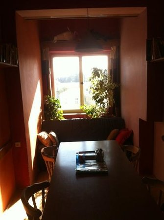 Cosy Corner Hostel: cosy commom sitting corner
