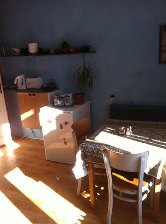 Cosy Corner Hostel: kitchen corner
