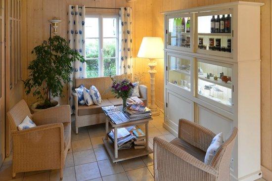 Hotel La Galiote : Salon coté accueil