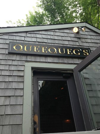 Queequeg's : Entry into indoor dining area