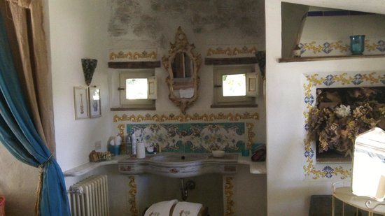 Lupaia: beautiful bathroom suite