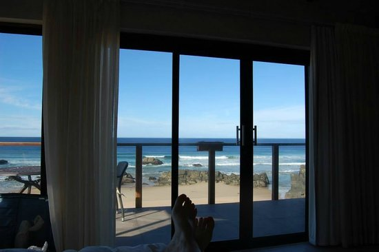 Arch Rock Seaside Accommodation: View from the bed out onto the ocean.