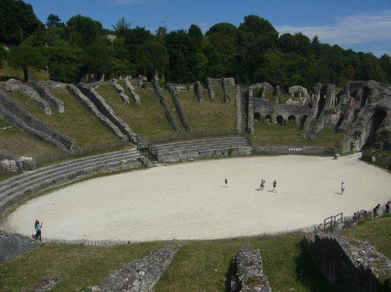 Amphithéâtre de Saintes : Vue sur l'amphithéatre 2
