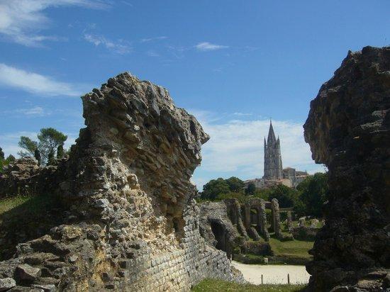 Amphithéâtre de Saintes : Apperçu de St Euthrope