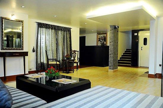 The Grand Serenity - Apartment Hotel: Lobby