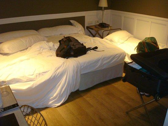 Hotel Granvia: Room was small