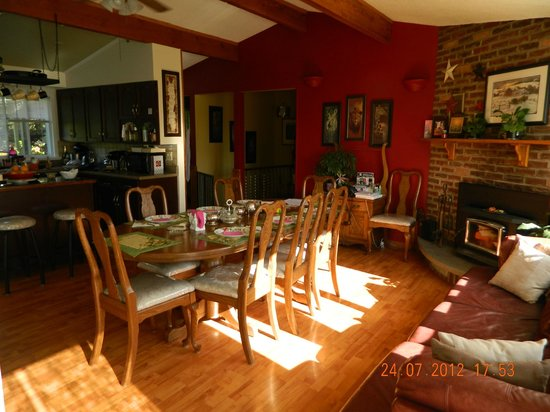 Mansfield Park Bed and Breakfast: Common Area Dining