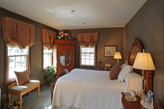Inn of Chagrin Falls: Our standard rooms offer either one queen bed or twin beds