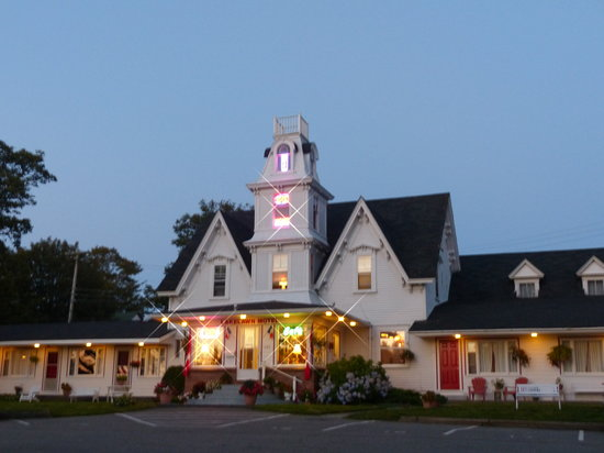 Lakelawn B&B Motel : The Lakelawn at Sunset