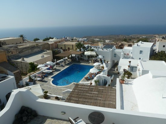Aethrio Hotel: vue piscine et mer