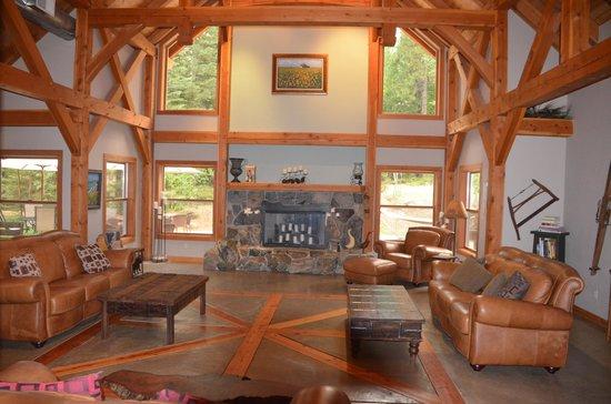 Arnold Black Bear Inn: The lodge living room