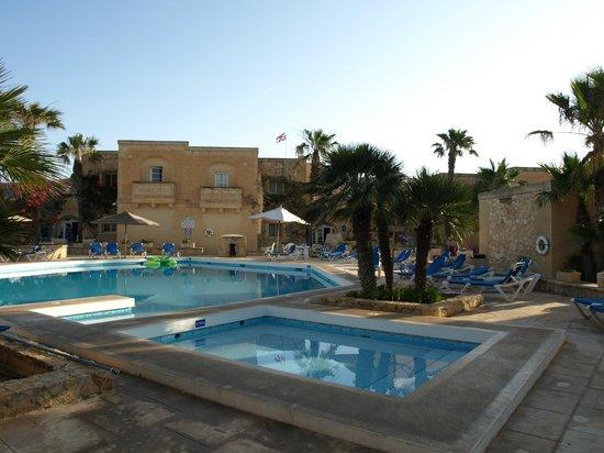 Villagg Tal-Fanal: swimming pool