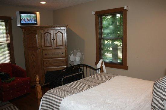 The Getaway Inn at Cooper's Woods : River Rock Room