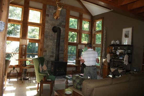 The Getaway Inn at Cooper's Woods : General dining and relaxing area