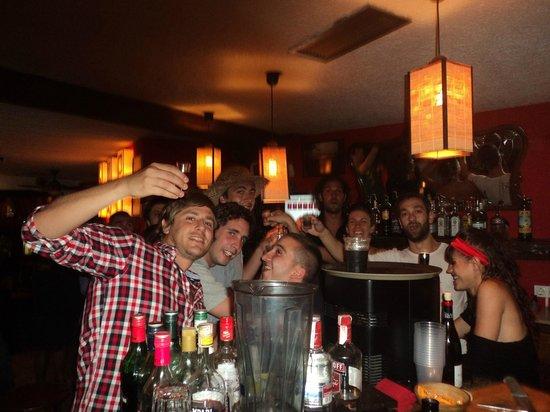 Palapa Restaurant & Bar : El glorioso chupito festejando los 4 años del Palapa!!