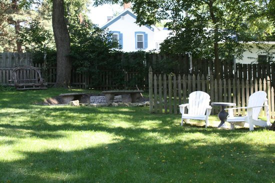 The Getaway Inn at Cooper's Woods : Fire pit area