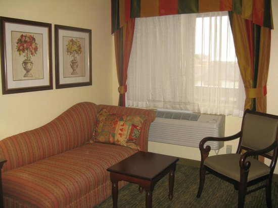 Best Western Rose Garden Inn: Spacious, thoughtfully furnished room