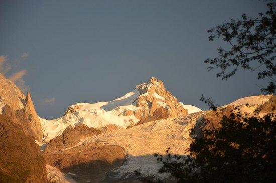 Mercure Chamonix Les Bossons: Vue de l'hôtel au coucher du soleil