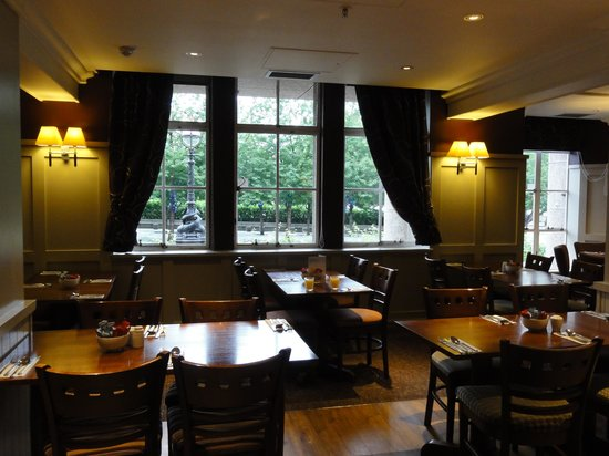 Premier Inn London County Hall Hotel: locale colazione/cena