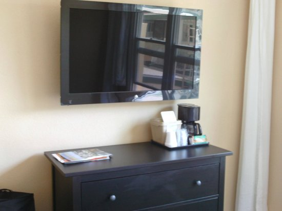 Hotel Point Loma: the tv