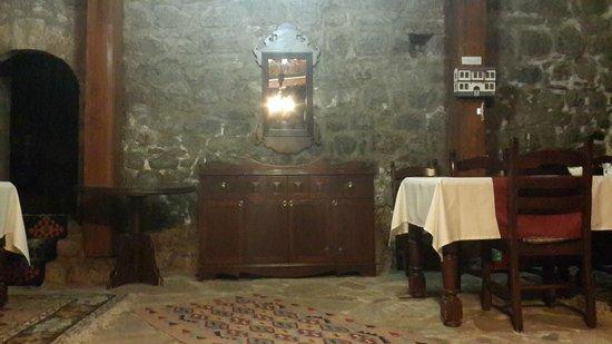 Hakim Evi : giriş,yemek yeri