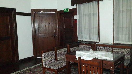 Hakim Evi : hol,oda katları