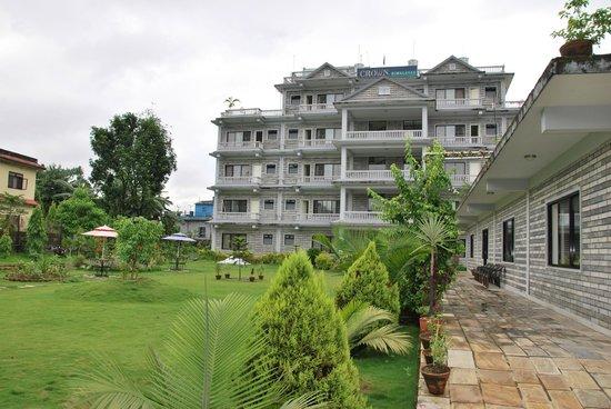 Hotel Crown Himalayas : zicht op het hotel