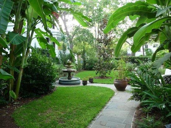 Merhaven Bed No Breakfast : Gardens and Courtyard