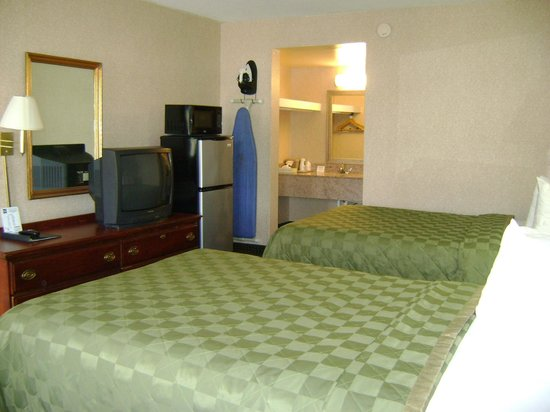 Quality Inn Northwest: 2 double beds