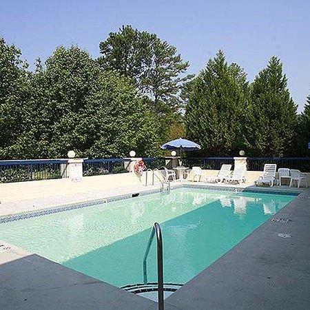 Magnuson Hotel Elberton Pool