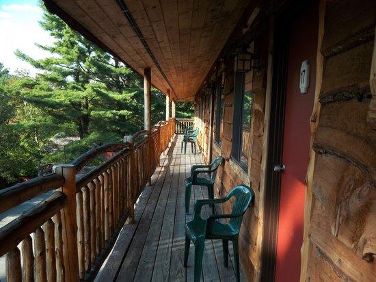 Woodlake Inn: balcony