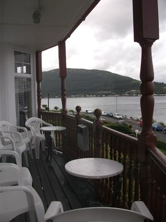 Undercliff Bed & Breakfast: Overlooking the guest balcony in front of the B&B