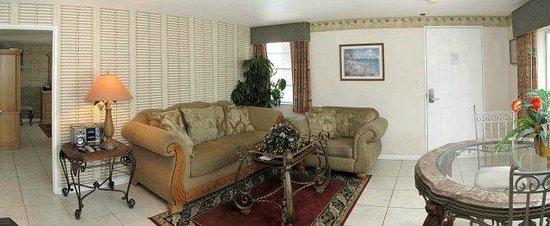 Camelot Beach Resort: good size rooms