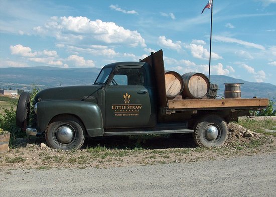 Little Straw Vineyards: The old farm truck