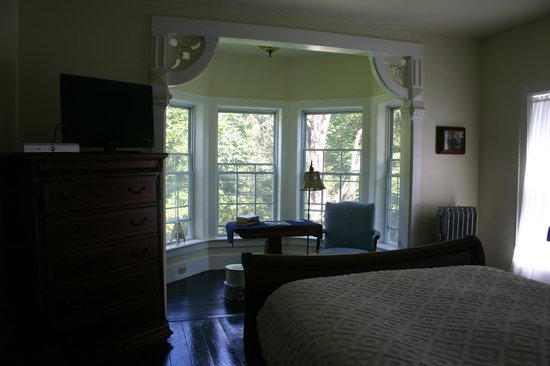 Turtle Hill Bed and Breakfast: Ivory Room