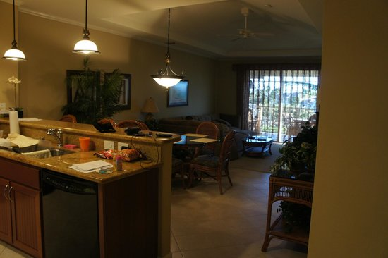 Outrigger Waikoloa Beach Villas: Standing in kitchen looking into dining and living room