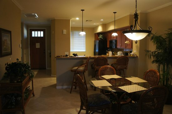 Outrigger Waikoloa Beach Villas: Looking at Dining area from living room