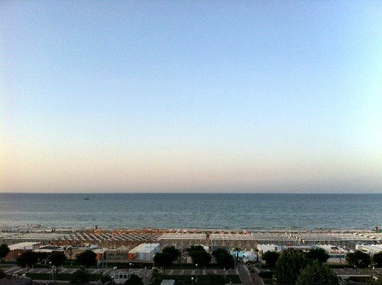 Spiaggia 60 Riccione: La Spiaggia 60 vista dall'hotel Select
