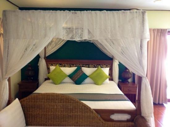 Buri Beach Resort: the bed ( very comfortable)