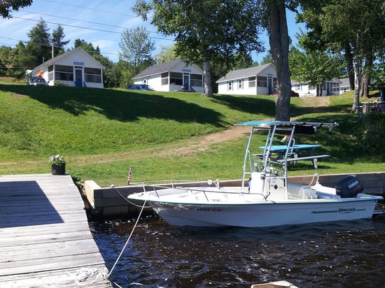 Rockwood Cottages: Our boat at the dock