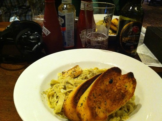 The Wellington: Chicken pesto pasta