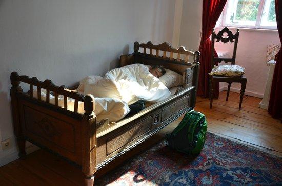 Hotel Schloss Eggersberg: 300 year old antique bed