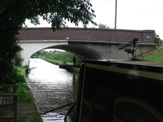 Innkeeper's Lodge Solihull, Knowle: Bridge beside the canal
