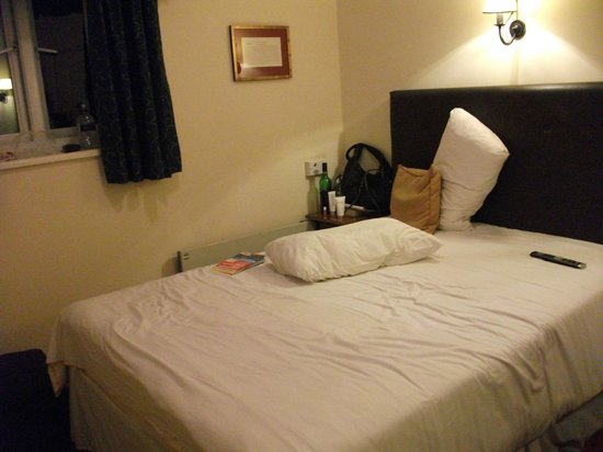 Innkeeper's Lodge Solihull, Knowle: Room when viewed from outside door
