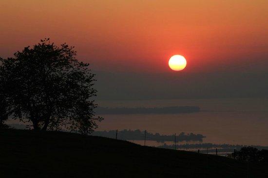 Berggasthof Fritsch: Blick von der Terrasse über den See bei Sonnenuntergang