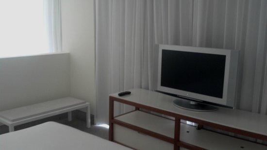 Shore Club South Beach Hotel: LR(2)