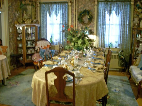 Picture of the victorian parlor spring grove for Edwardian table setting